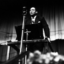 Never Forget #008: Paul Robeson Gave the HUAC A Piece of His Mind
